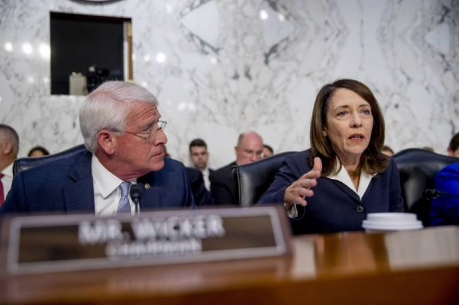 senator wicker and cantwell at dias